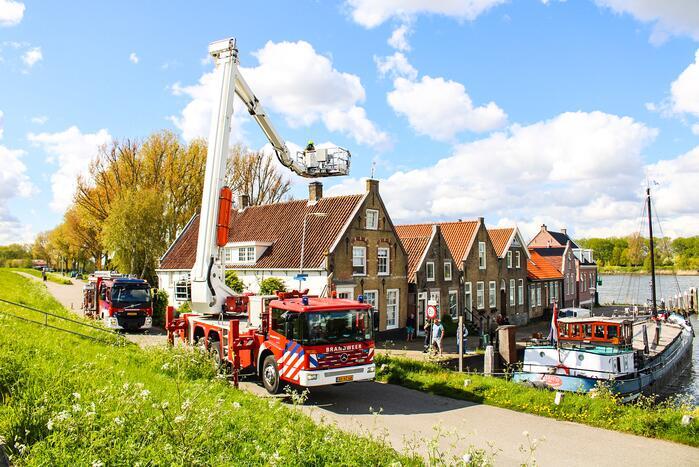 Brand in schoorsteen van woning bij haven