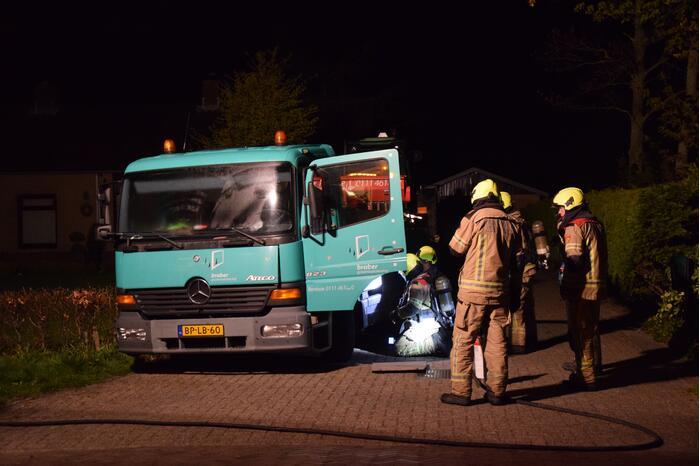 Vrachtwagen vliegt in brand