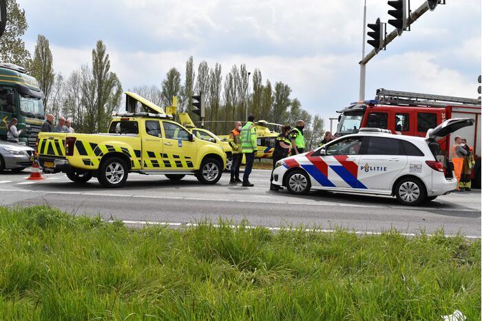 Automobilist botst achter op motorfiets knooppunt Hooipolder