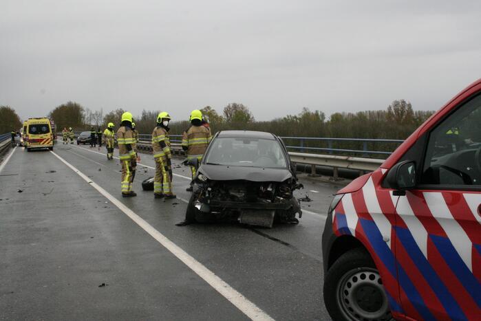 Twee gewonden na ernstig ongeval op brug