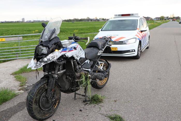 Motorrijder belandt in sloot