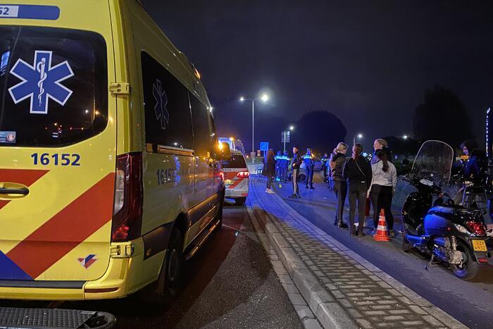 Twee scooterrijders gewond door frontale botsing