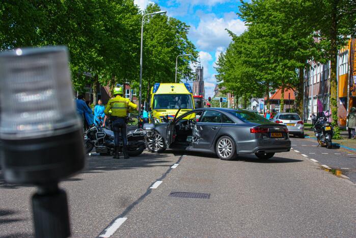 Motorrijder gewond door botsing tegen personenauto