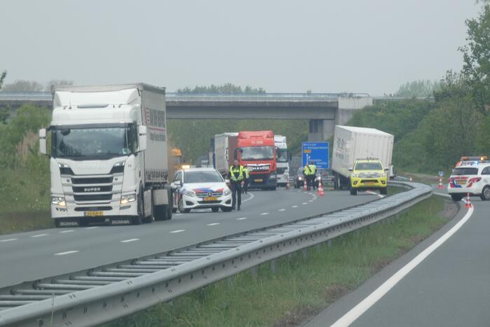 Vrachtwagencombinatie verliest trailer