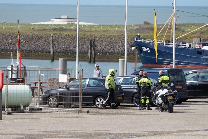 Illegale vissers aangehouden bij stormvloedkering