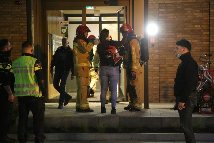 Brandweer blust brand in Laborhuis