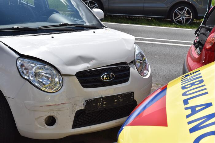 Gewonde na ongeval tussen drie voertuigen