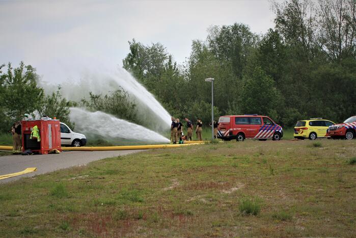 Brandweer oefent met nieuwe slangenwagen