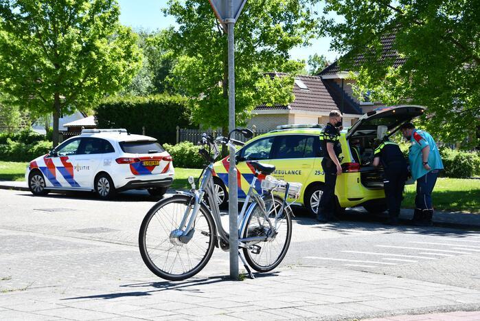 Man op e-bike gewond bij botsing met auto