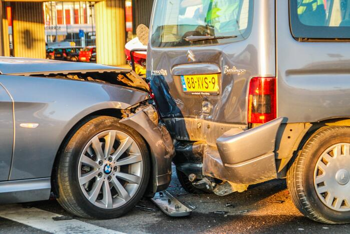 Twee gewonden bij ongeval voor verkeerslicht