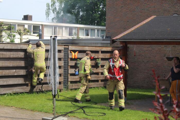 Brand in tuin achter woning snel geblust