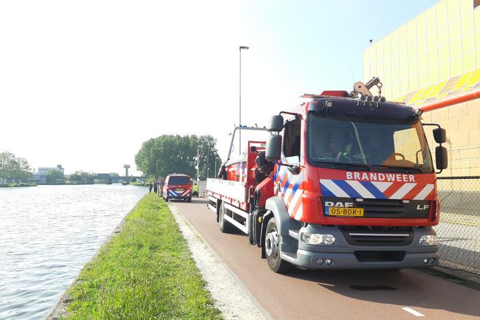 Hulpdiensten ingezet voor scootmobiel met persoon in water