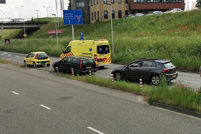 File door verkeersongeval met drie auto's