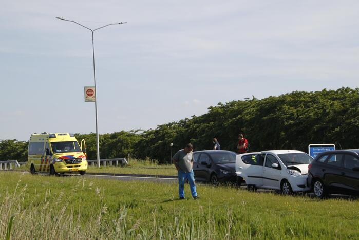 Persoon gewond na ongeval met personenauto
