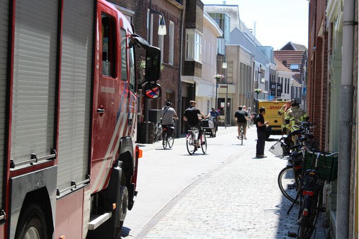 Brandweer doet onderzoek naar mogelijk rook in woning