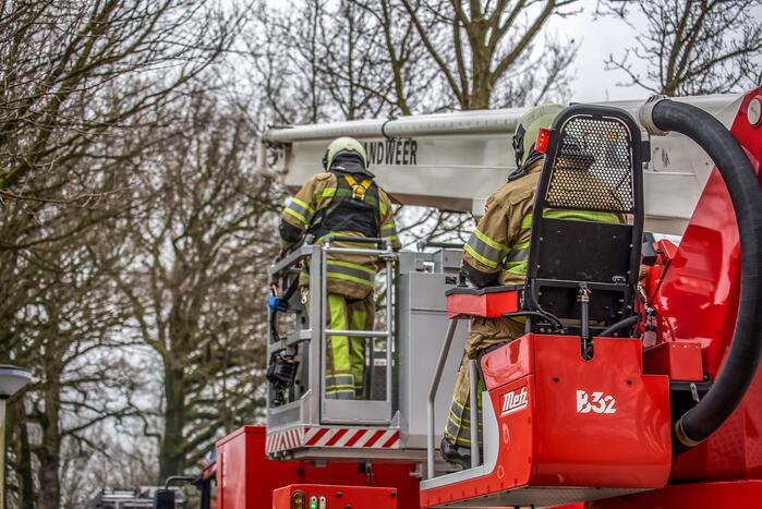 Brandweer verwijdert afgebroken tak