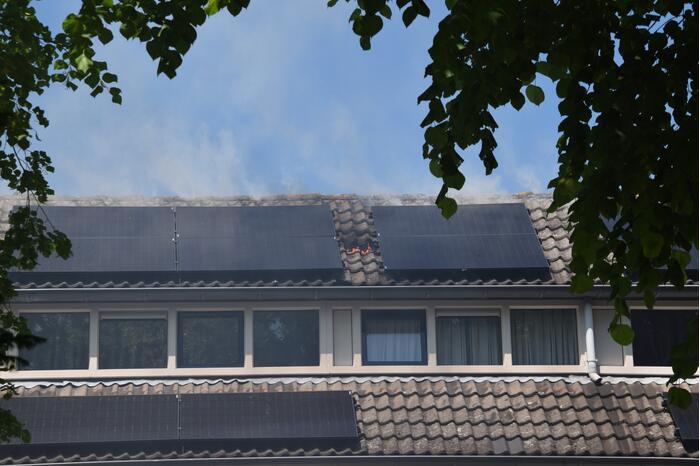 Veel rook bij brand op dak
