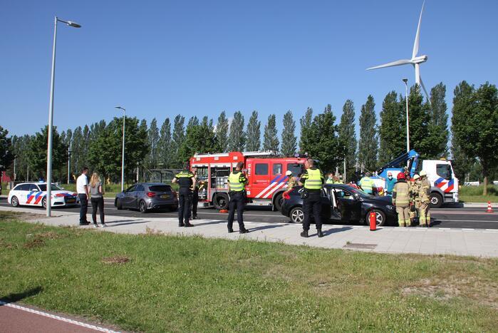 Automobilist ernstig gewond bij botsing tegen lantaarnpaal
