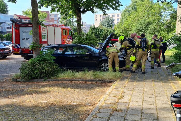 Oververhitte auto zorgt voor brandweer inzet