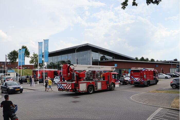 Albert Heijn ontruimd door brand in parkeergarage