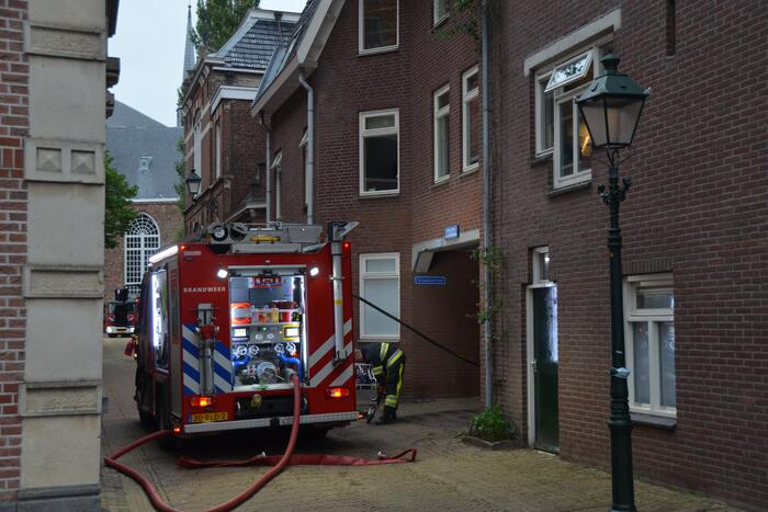 Katten gered bij woningbrand