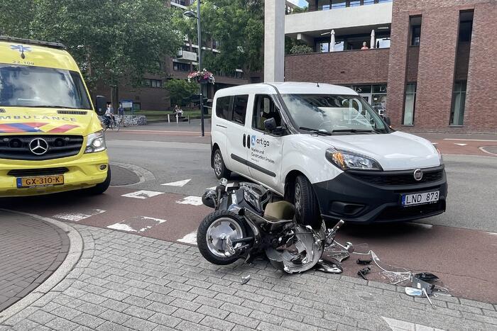 Bestuurder onder invloed rijdt scooterrijder aan