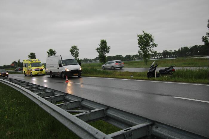 Bestuurder motorscooter gewond na val