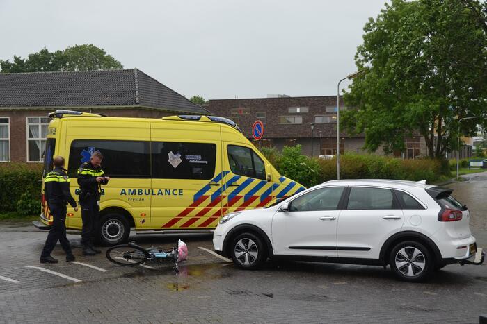 Jongeman gewond bij botsing met auto