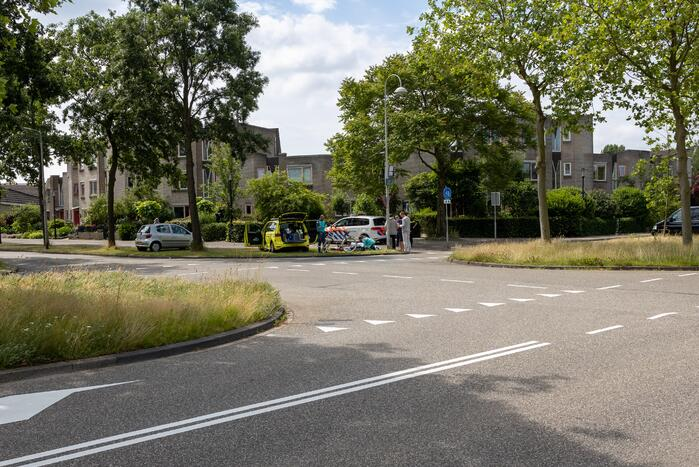 Overstekende fietser gewond bij aanrijding met auto
