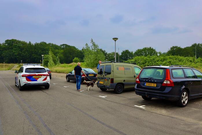 Auto botst achterop bestelwagen