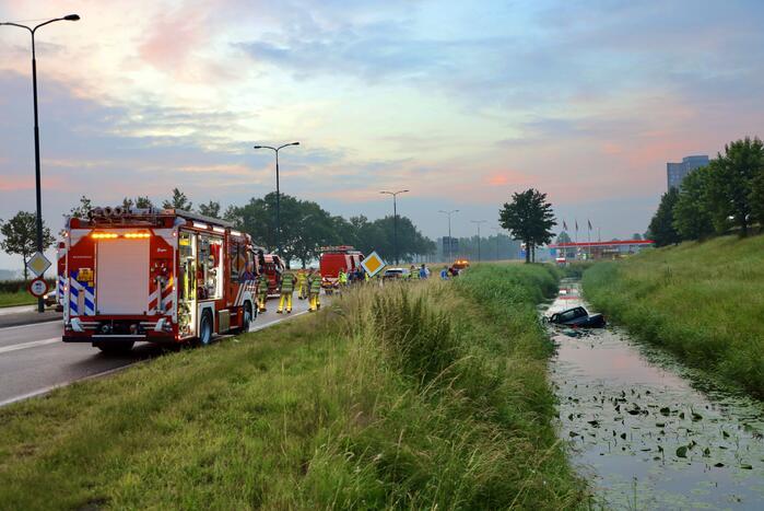 Persoon gered uit te water geraakte auto