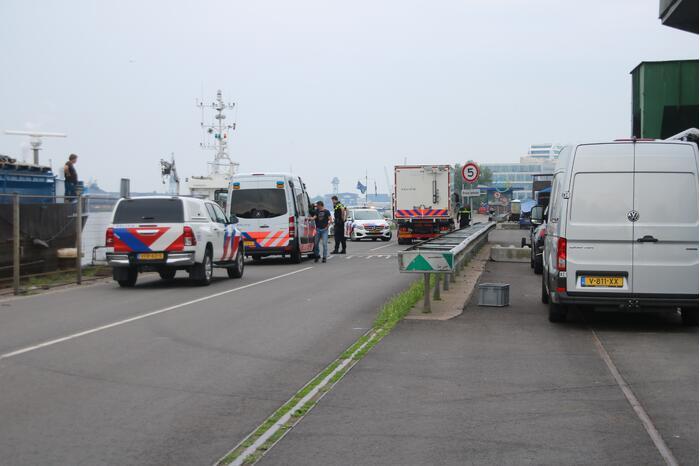 Politie haalt lichaam uit water Westelijk Havengebied