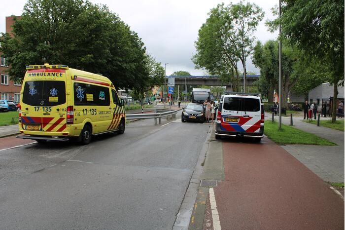 Auto vast in bussluis bij aanrijding