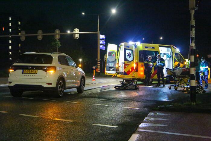 Snorfietser gewond door ongeval met personenauto