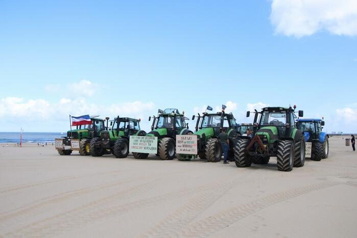 Boeren verzamelen zich op Scheveningen-strand