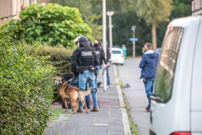 Arrestatieteam verricht aanhouding