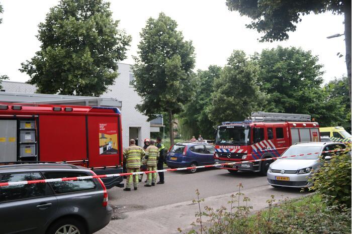 Brand in keuken slaat door naar dak