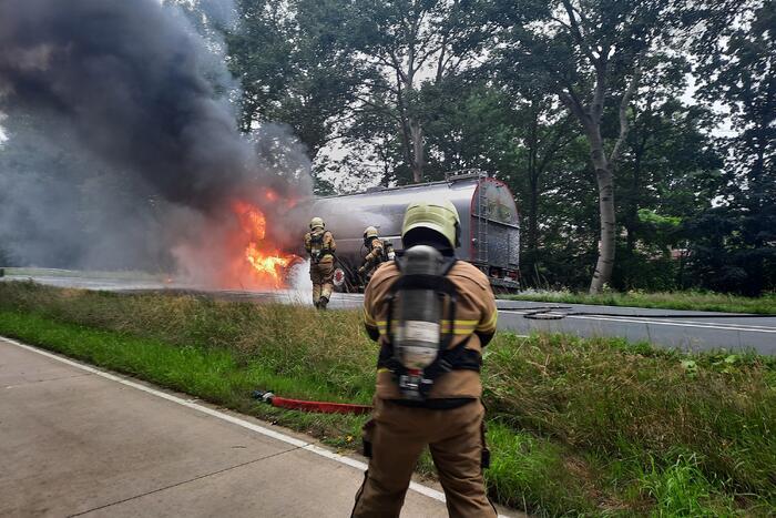 Vrachtwagen volledig verwoest door brand