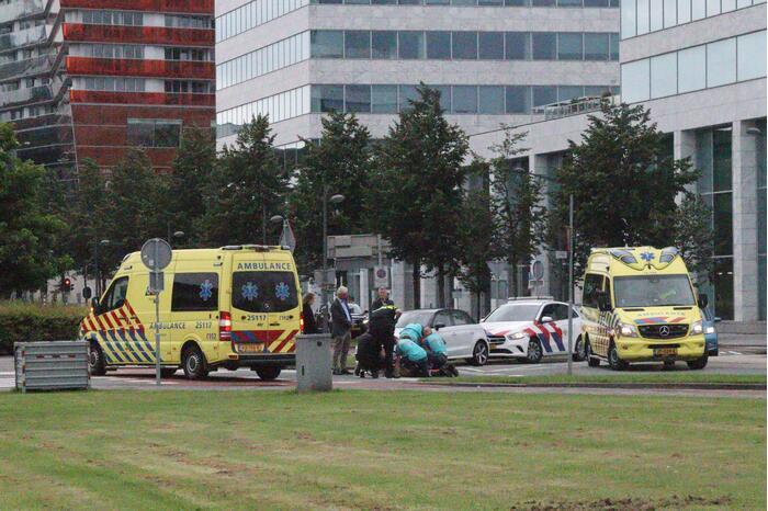 Scooterrijder gewond door botsing met personenauto