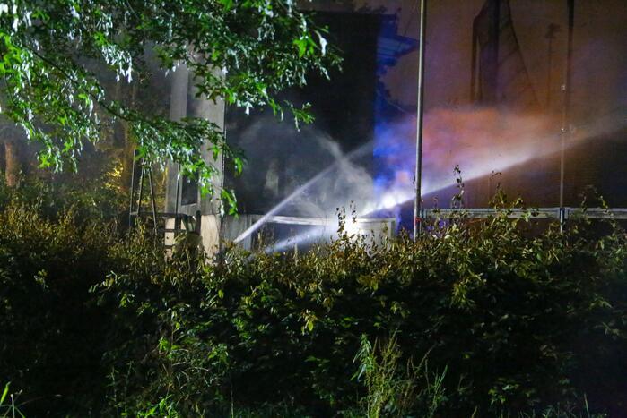 Brandweer blust brand in huisje van softbal vereniging Quick