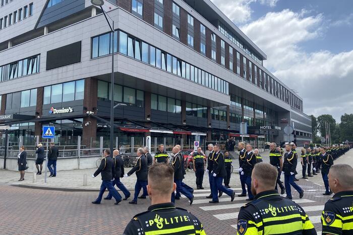 Honderden agenten bewijzen laatste eer aan overleden motoragent