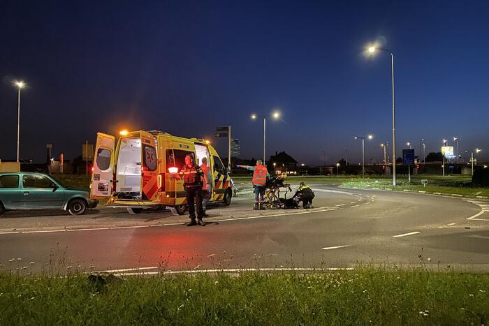 Scooterrijder gewond op rotonde