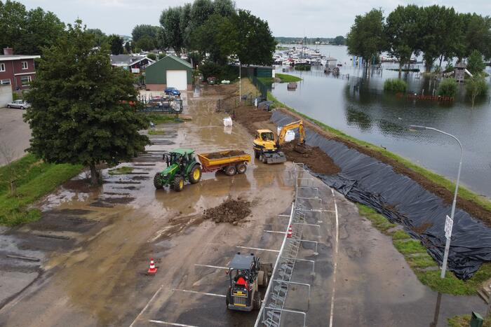 Zomerdijk recreatiegebied dreigt door te breken