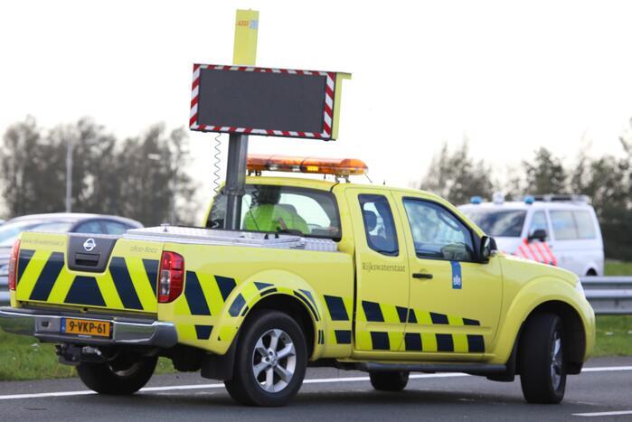 Pylon op de weg zorgt voor verkeershinder