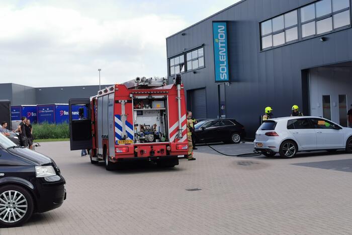 Brand door pelletkachel in autoschadebedrijf