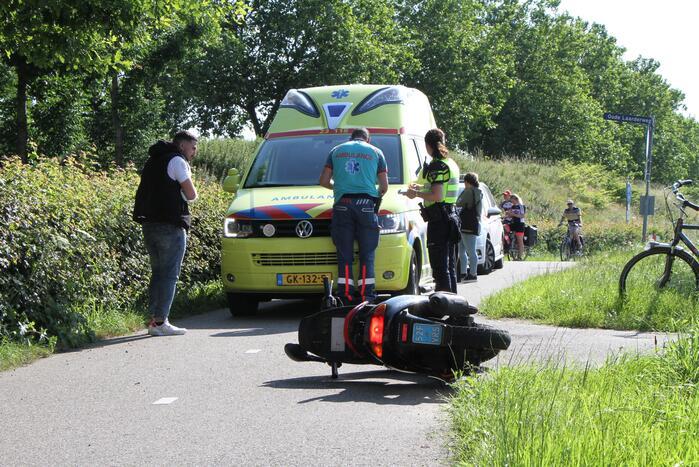 Scooterrijder raakt gewond door ongeval met fietser