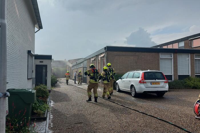 Veel rook bij brand in kantoorpand