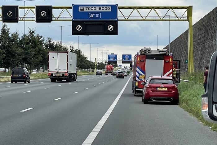 Brandweerwagen op weg naar brand wordt aangereden