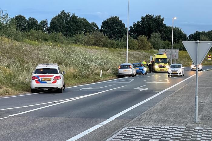 Schade aan personenauto door botsing met vrachtwagen