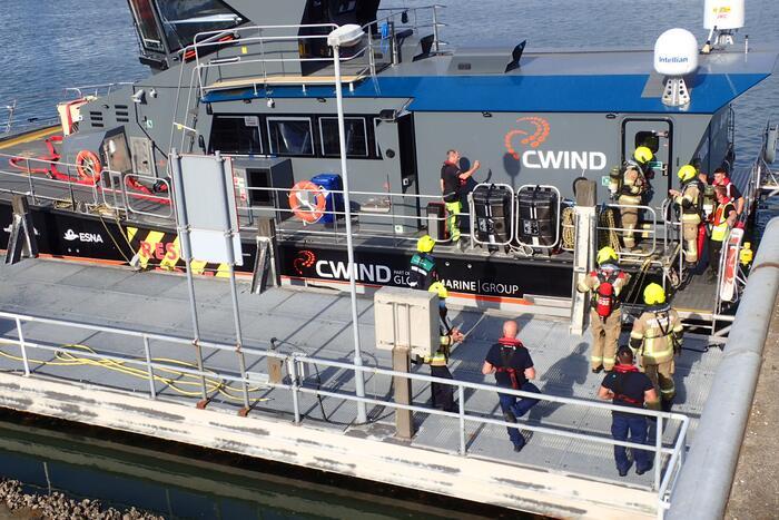 Brandweer ventileert schip door brandalarm